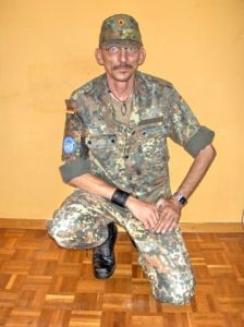 Flecktarn Pose